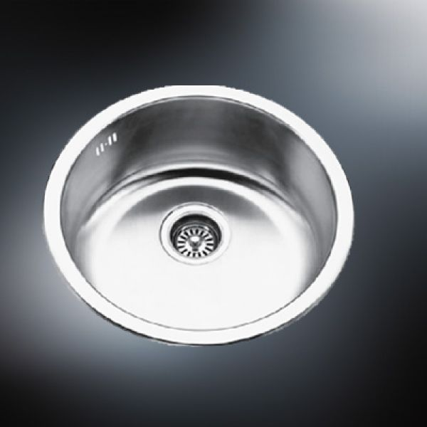 cleaning stainless steel sink
